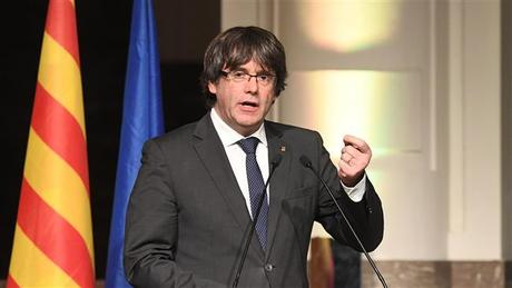 Catalan Parliament Speaker delays Puigdemont swearing in