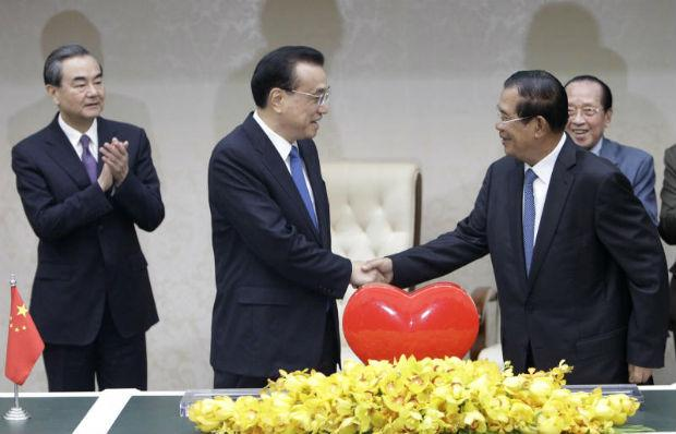 China signs 19 new aid, investment deals with Cambodia