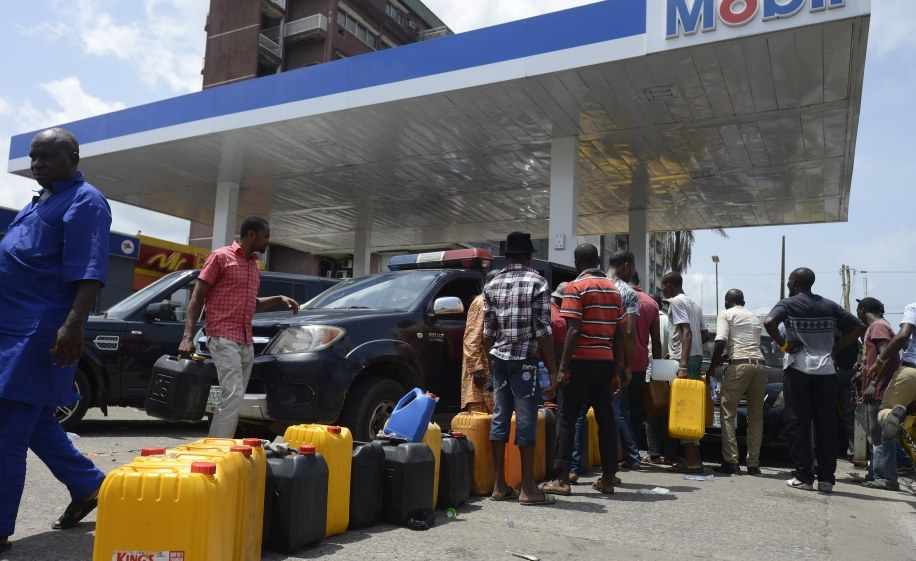 Fuel scarcity : Kwara residents groan over long queues
