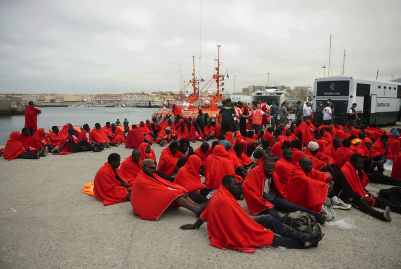 Spanish Maritime troops rescue 55 migrants