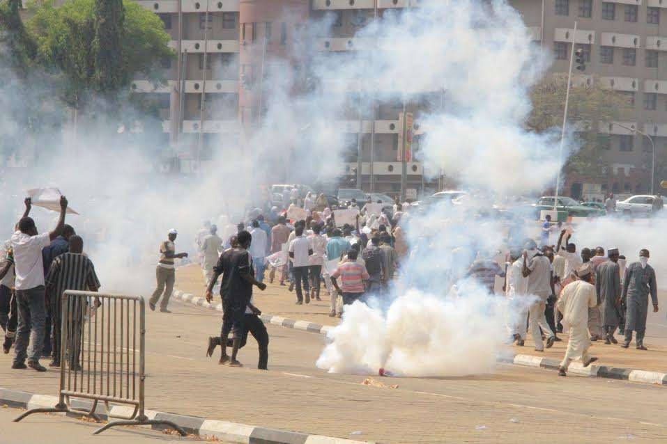 Police teargas Shi'ites protesting against Zakzaky's detention