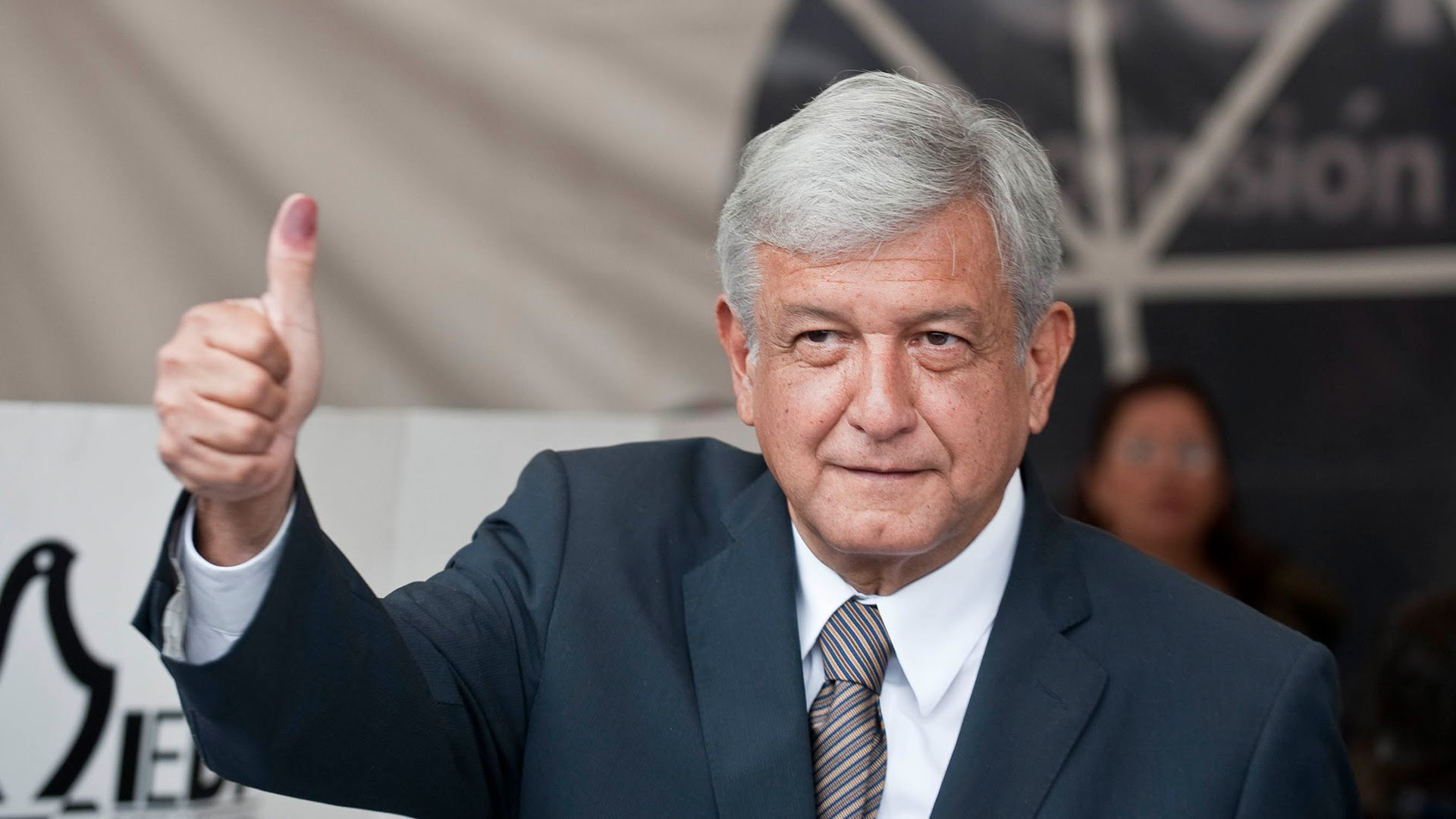 Mexico's leftist presidential candidate discounts NAFTA