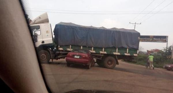 Lorry rams into four vehicles in Ilorin