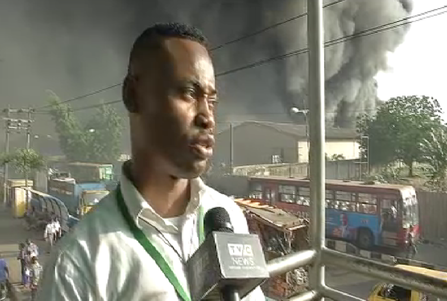 Environmental pollution : Lagos' Olusosun landfill engulfed by fire