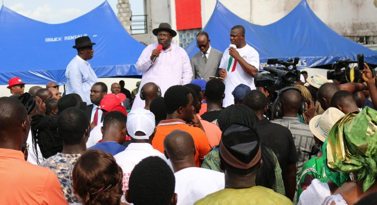 Dickson receives thousands of APC decampees