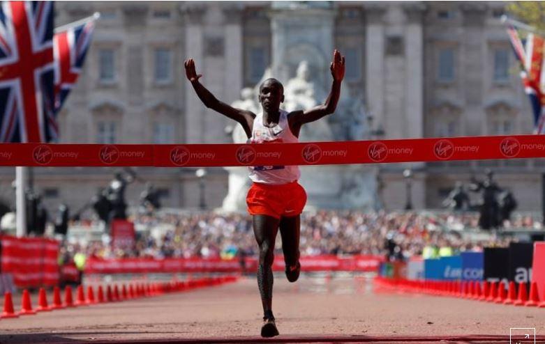 Kipchoge wins third London Marathon