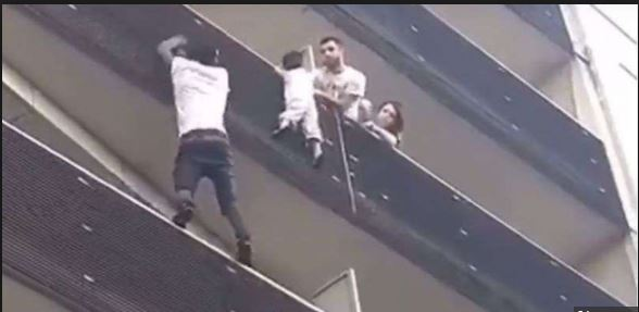 Malian 'hero' praised by Paris mayor for scaling building to save child