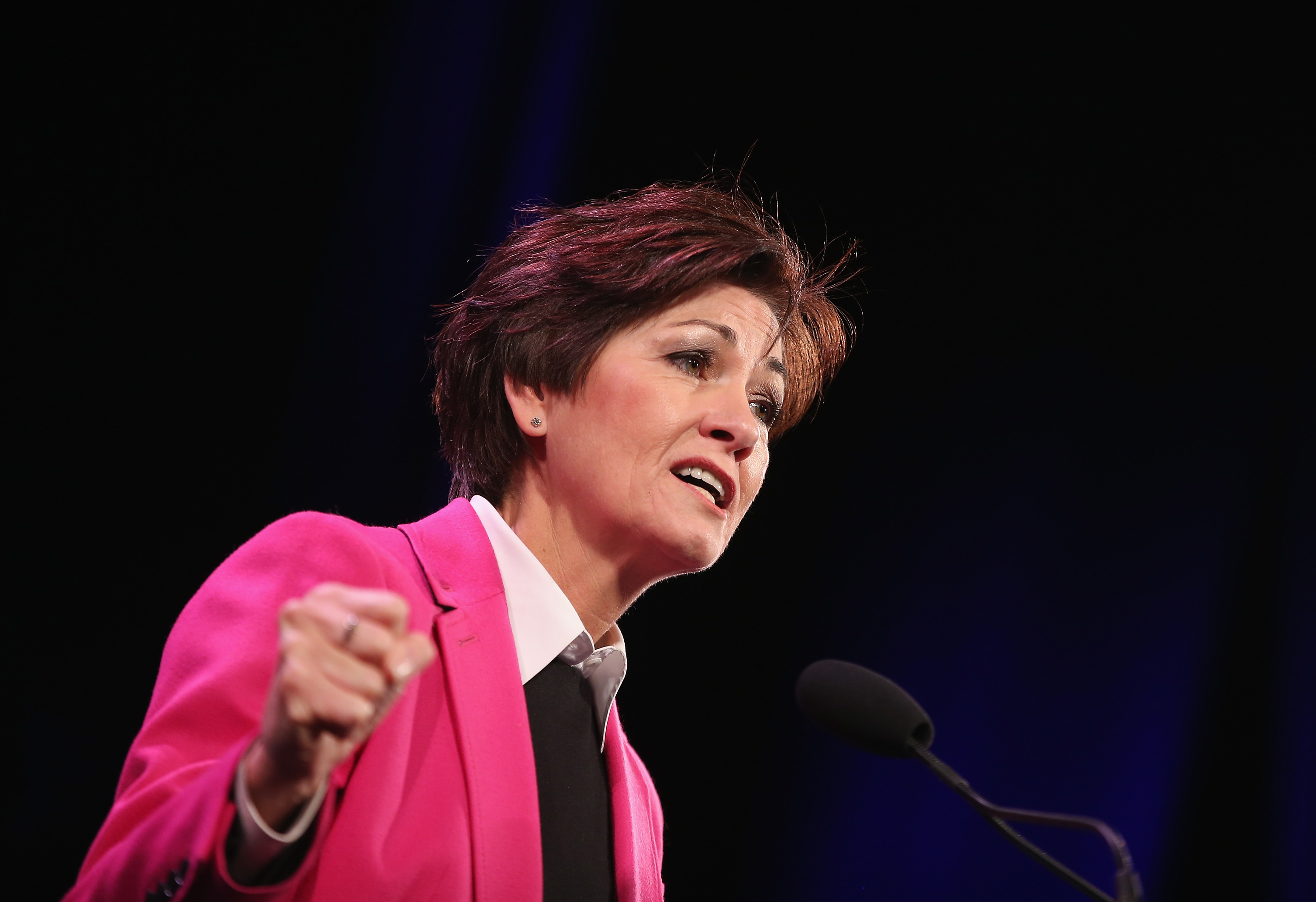 U.S.: Governor Reynolds signs law banning abortion at 6wks