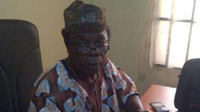 Ekiti 2018: PDP Lawmaker, Sunday Akiniyi decamps to APC