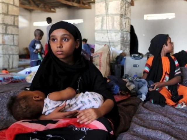 Yemenis fleeing Hodeidah Cram into temporary shelter