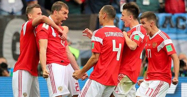 Russia on brink of knockout stage after win over Egypt