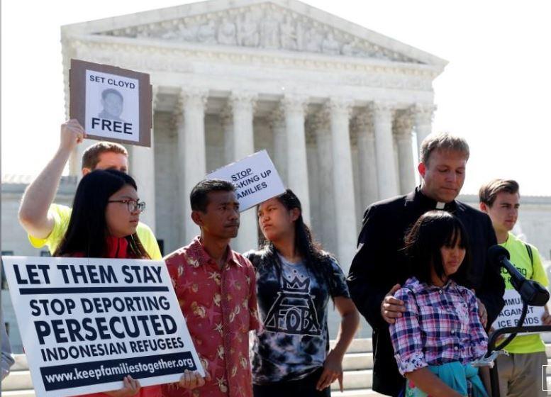 U.S. top court upholds Trump travel ban targeting Muslim-majority nations