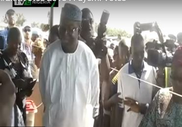 #EkitiVotes2018: Fayemi casts his vote, addresses the press