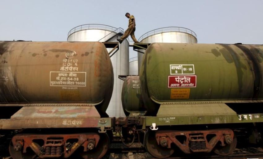 India cuts Iranian oil imports in June ahead of U.S. sanctions