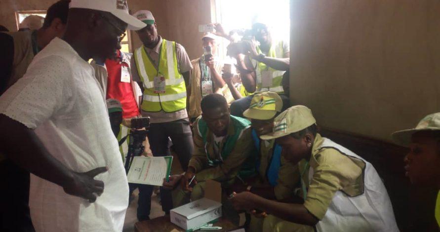 #EkitiVotes2018: At last, PDP candidate, Eleka casts his ballot