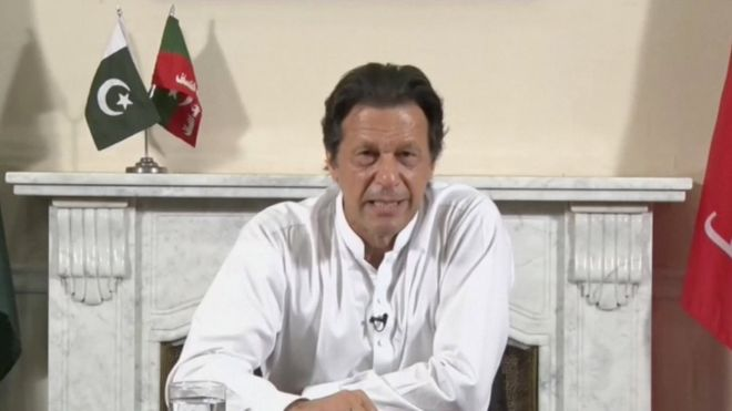 Pakistan's election: Khan claims victory amid allegations of rigging