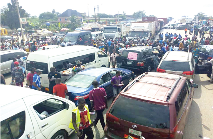 Ondo South youths shutdown Benin-Ore road over power outage