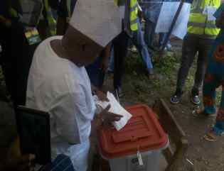 #OsunVotes: Massive turnout in Ede, as PDP candidate commends exercise