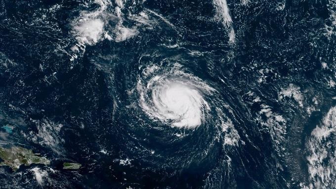 Hurricane Florence: More than one million people evacuate Carolina Coast