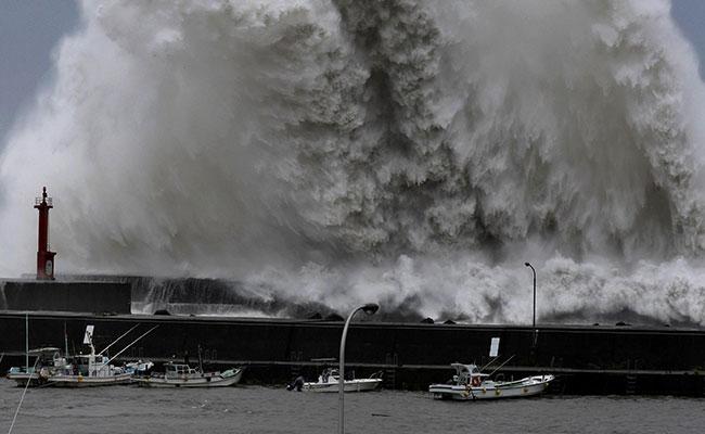11 dead, 600 injured after Typhoon batters Japan