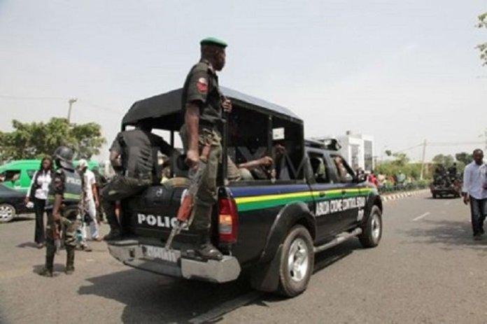 Bayelsa vigilante service hands over car theft suspect to Police