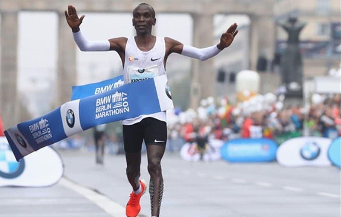 Kenya: Eliud Kipchoge sets new world record in Berlin