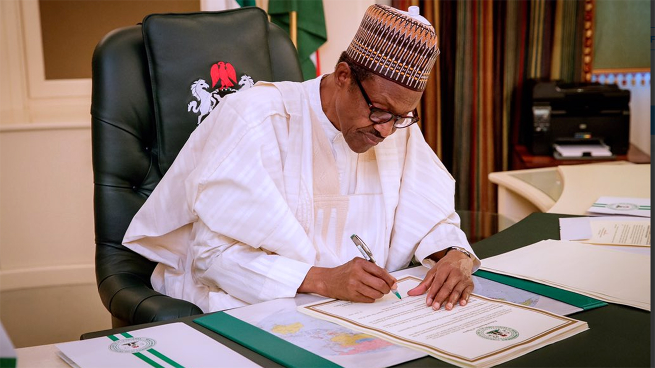 Buhari signs executive order, tightens money laundering rules
