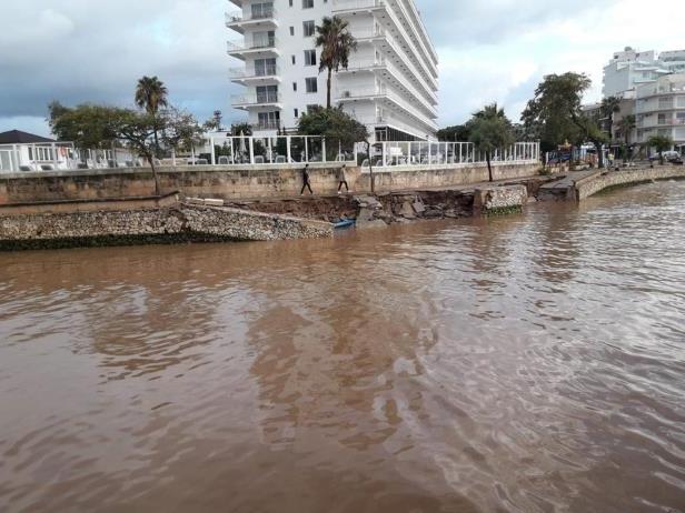 Heavy rains kill at least five Mallorca