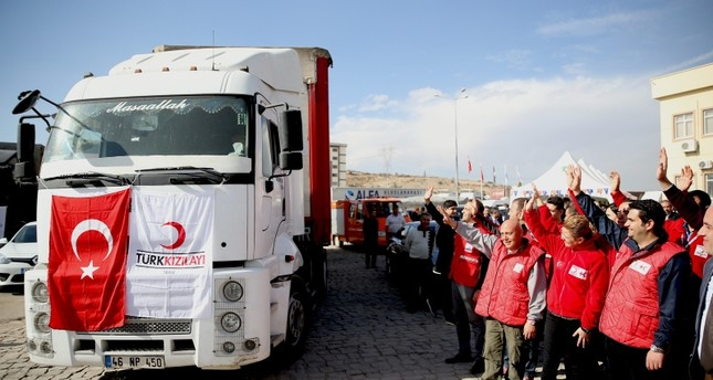 Turkish Red Crescent support Syrians with 25 truckloads of aid deliveries daily