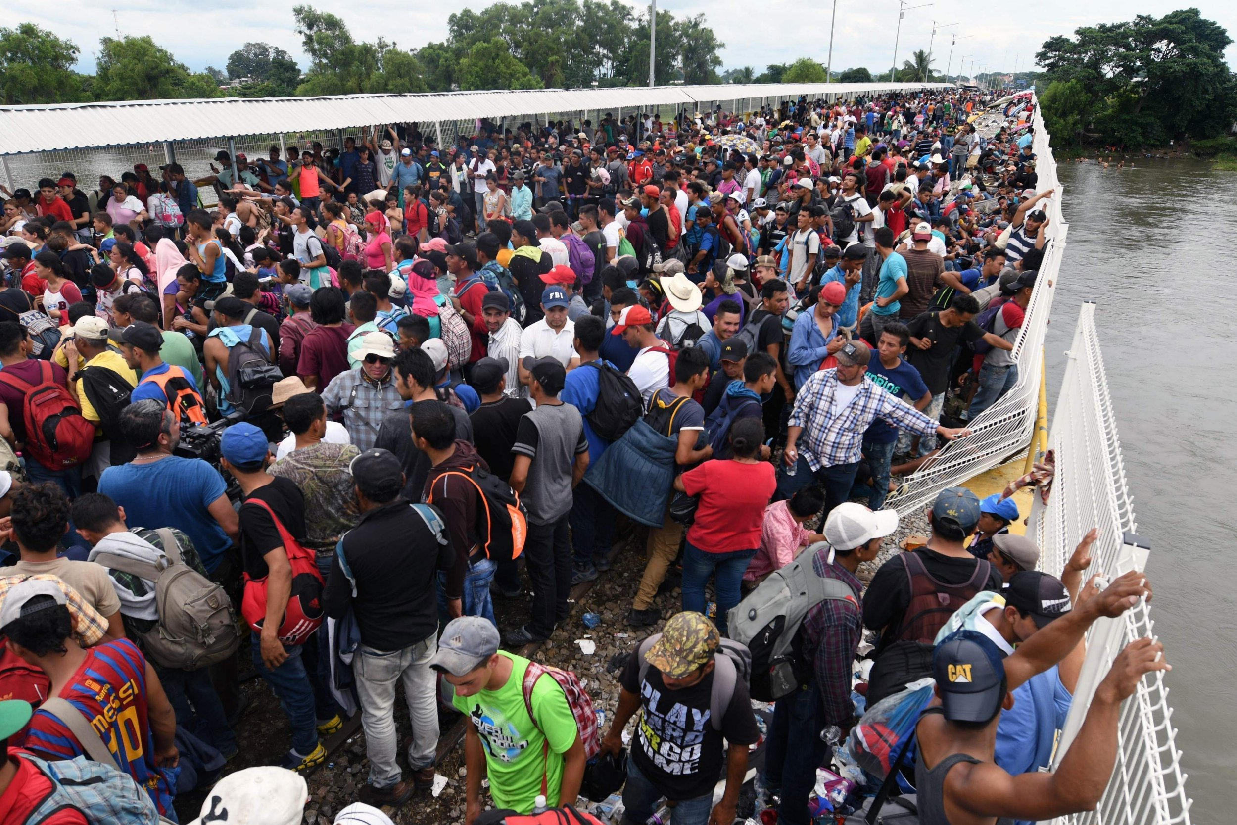 US military warns thousands in migrant caravan not to apply for asylum