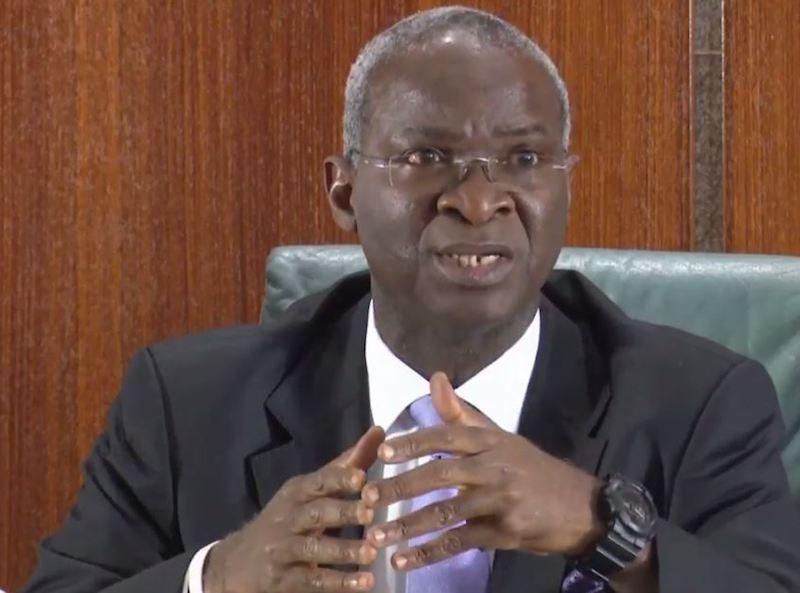 Fashola denies siphoningpublic funds to finance Buhari's reelection