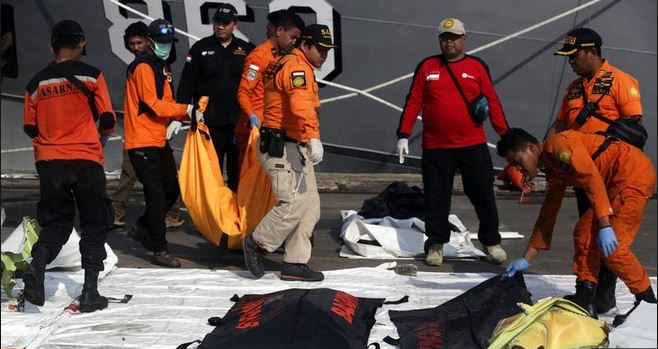 Senior Indonesian rescue diver dies during search of crashed jet