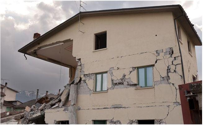 6.4-magnitude earthquake hits western Iran injuring more than 700