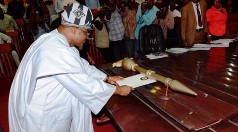Ajimobi presents N285bn 2019 budget proposal to Oyo Assembly