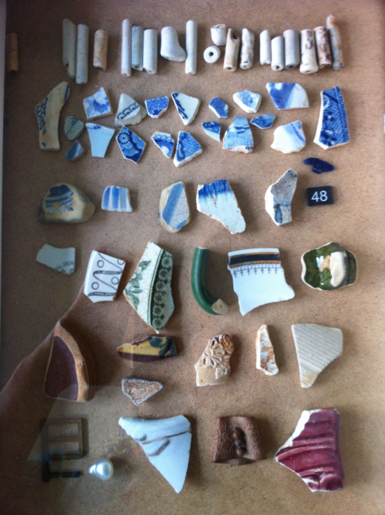 Large amount of Chinese ceramics shards unearthed by archaeologists
