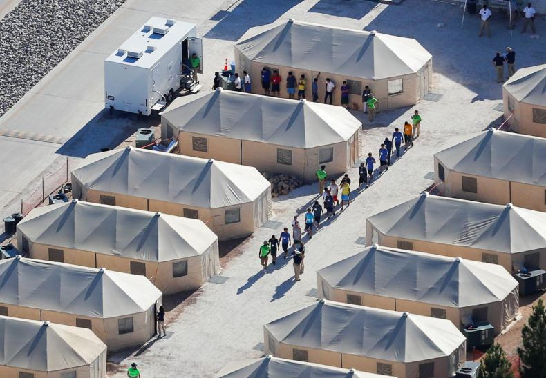 Congressional talks to avert shutdown stall over detention policies