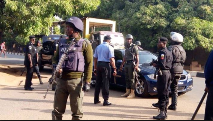 Police blocks INEC office in Rivers over alleged APC planned protest