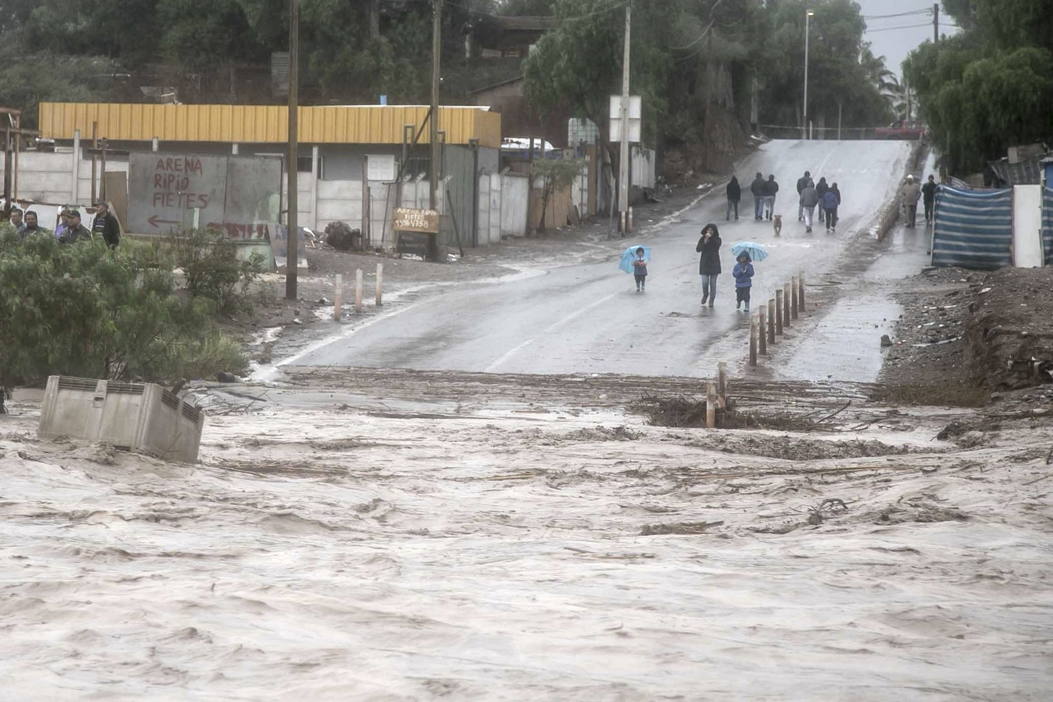 Heavy rains forces Chile residents to evacuate