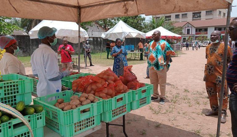 Lagos sets up emergency makeshift neighbourhood food markets ...