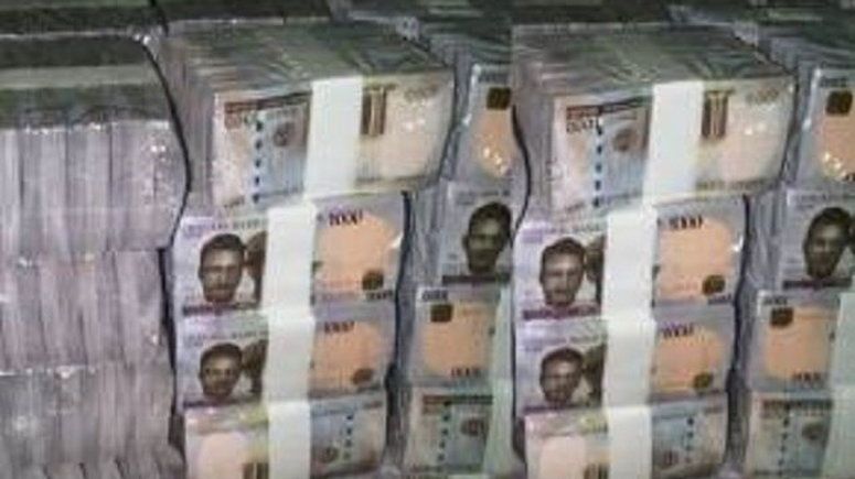 Naira Currency currently trading at N315 per dollar on parallel ...